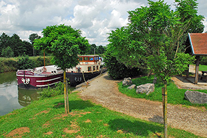 Canal entre Champagne et Bourgogne Mooring Rolampont