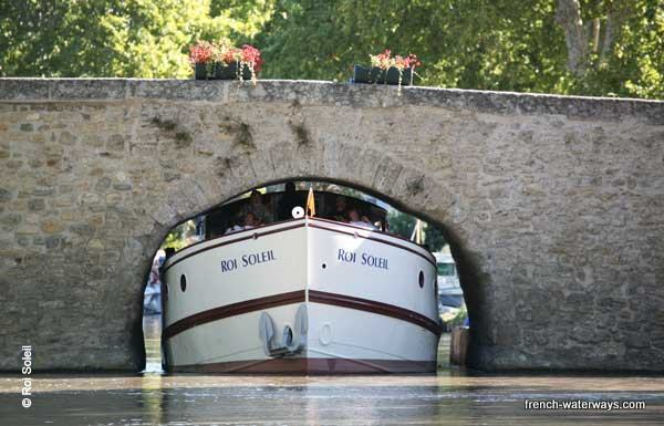 luxury hotel barge roi soleil cruises the canal du midi. Black Bedroom Furniture Sets. Home Design Ideas