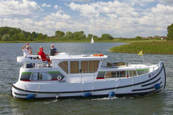 Self-drive hire boating holiday cruise France canals Locaboat Penichette