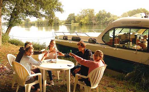 Self-drive hire boating holiday canal barge cruise France Burgundy Dijon Saone