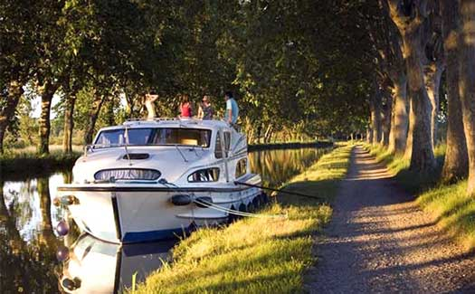Self-drive hire boating holiday canal barge cruise France Canal du Midi Carcassonne