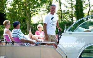 self-drive hire boat holiday cruise France