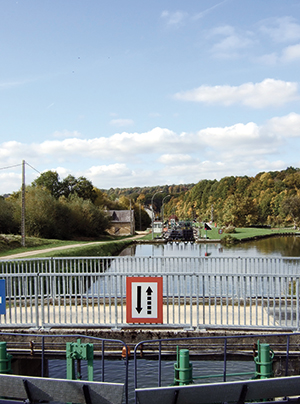 Canal des Ardennes Lock Chesne