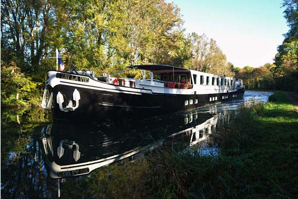 hotel barge C'est la Vie Burgundy french waterways