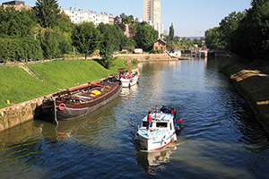 These moorings at Charleville-Mézières – the biggest town on the canalised river Meuse – are tempting, but a longish walk from the centre. Boaters may prefer the marina on the by-passed river arm, turning left below the second railway bridge. © Pascal LEMAITRE/Doc VNF