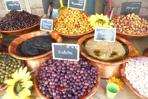 Dijon market - Olives - french-waterways