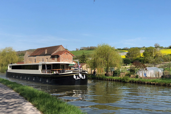 Hotel barge Grand Cru Burgundy