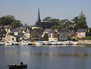 Grez-Neuville is one of many pretty villages along the Mayenne.© Manfred Heyde/Wikimedia