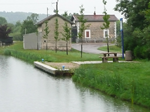 Canal entre Champagne et Bourgogne Mooring Bussy