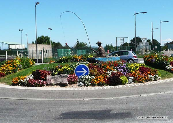 Axon roundabout with fisherman