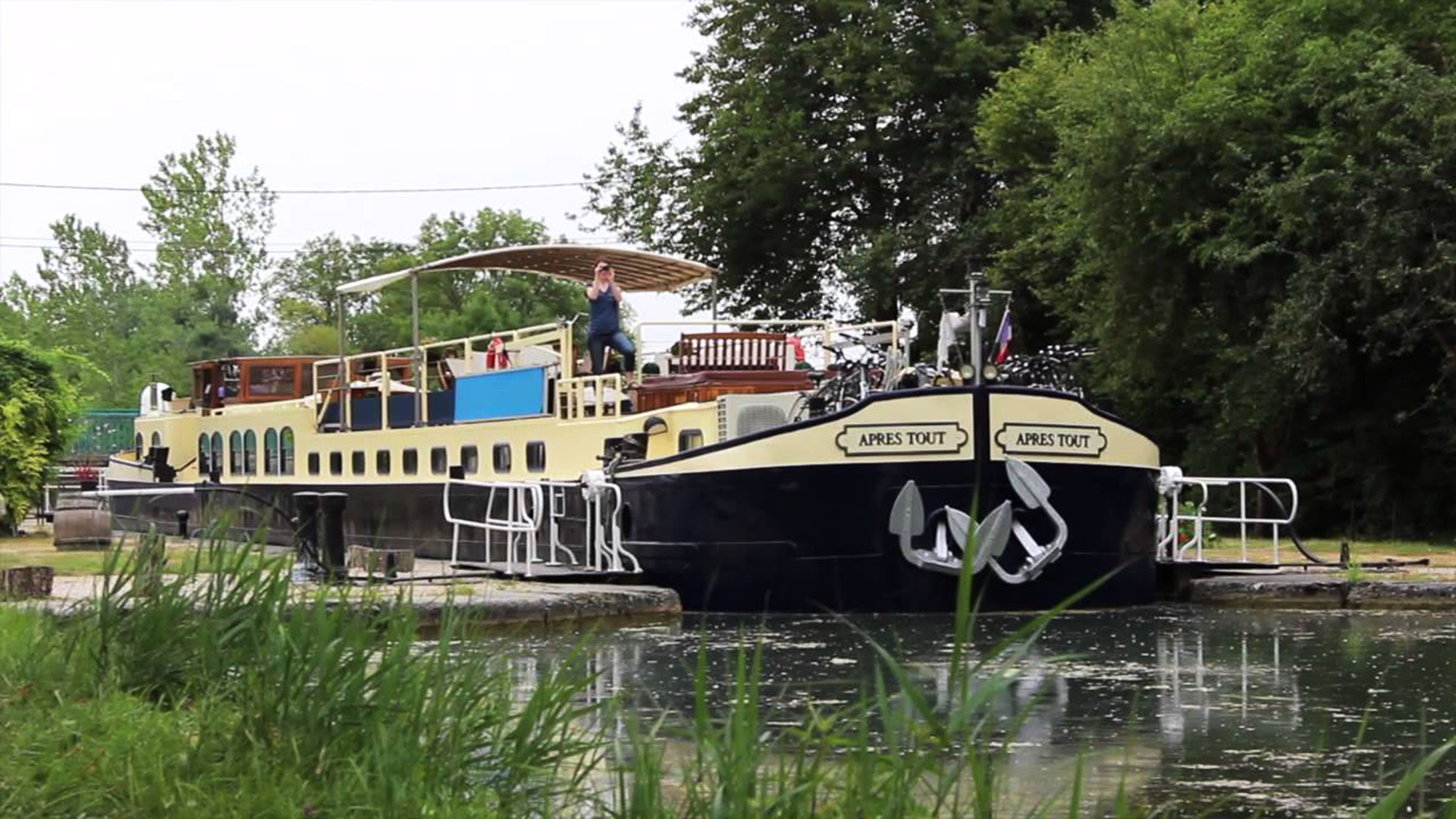 Hotel barge cruise France canals Burgundy Apres Tout