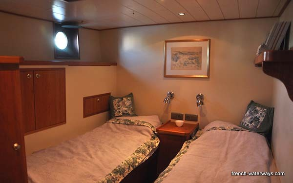 Aslaug Hotel barge cabin Somme