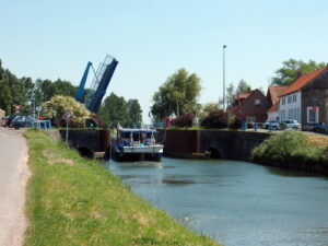 The lift-bridge at Hennuin, and canal landscape near Ruminghem. © Jean-Marc GFP