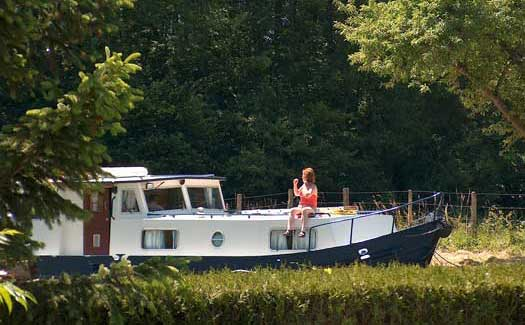 Self-drive hire boating holiday canal barge cruise France Brittany