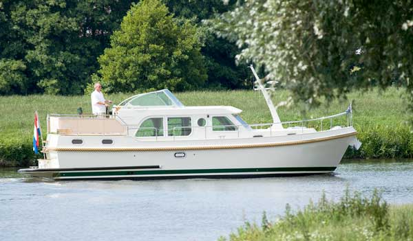 Luxury self-drive hire boating France canals