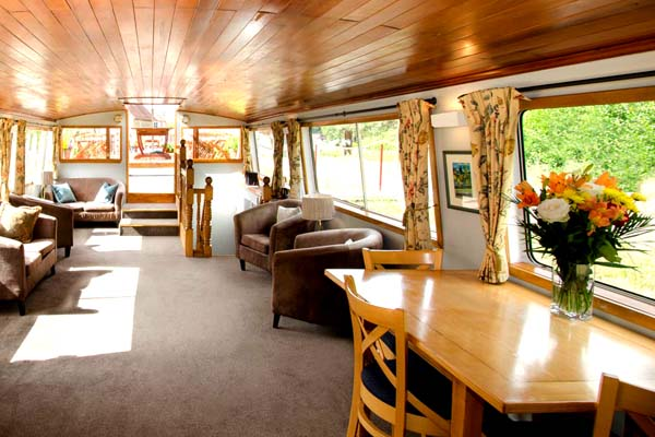 Hotel Barge Luciole french-waterways.com Nivernais