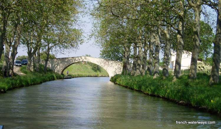 Canal du Midi Hotel barge Enchante french-waterways.com
