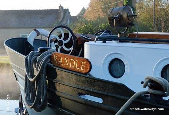 Luxury hotel barge Randle Burgundy