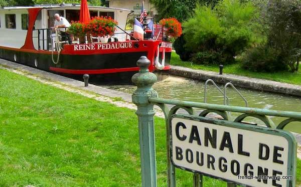 Hotel barge Reine Pedauque Burgundy France