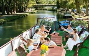Hotel Barge Rosa - dining on deck Bordeaux Aquitaine Gascony