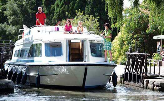 France waterways self-drive canal holiday cruises