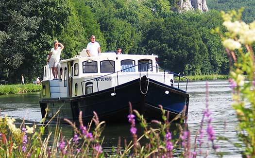 Self-drive hire boating holiday canal barge cruise France Burgundy Loire Nivernais